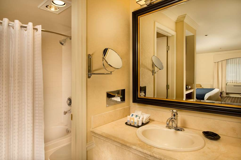 Best Western Premier Plaza Hotel & Conference Center - Baño