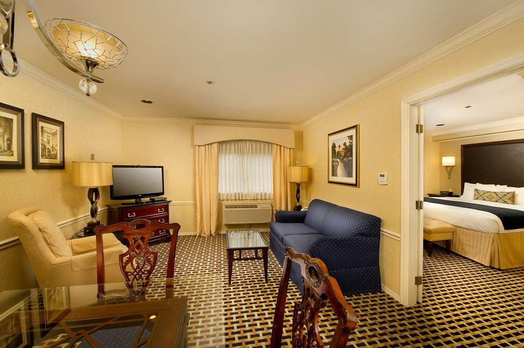 Best Western Premier Plaza Hotel & Conference Center - The living area in a King Suite includes a sofa bed and dining area for your comfort.