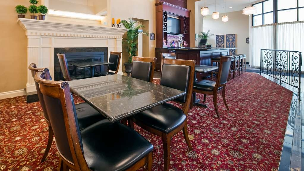 Best Western Premier Plaza Hotel & Conference Center - Bar / Lounge