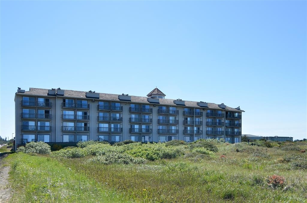Best Western Lighthouse Suites Inn - Enjoy the scenery of beautiful Ocean Shores, Washington.