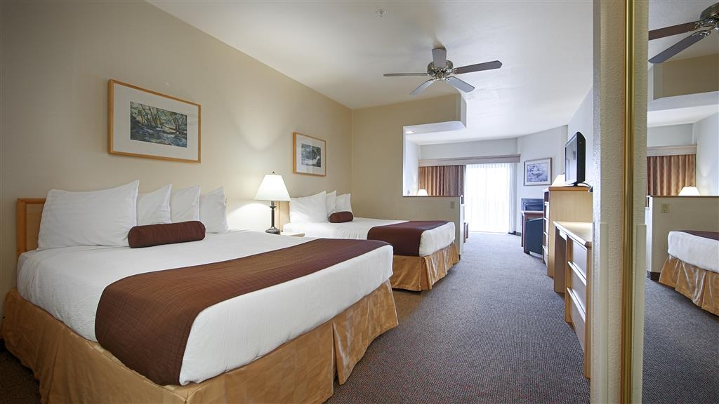 Best Western Lighthouse Suites Inn - All of our rooms are comfortably furnished and include a microwave and a refrigerator.