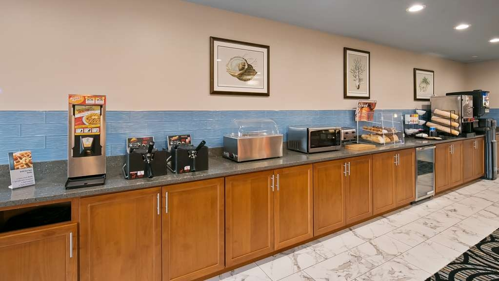 Best Western Lighthouse Suites Inn - Complimentary Deluxe Continental Breakfast Bar