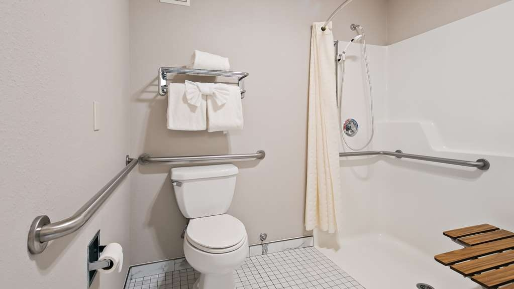 Best Western Lighthouse Suites Inn - Accessible Bathroom with Roll-In Shower