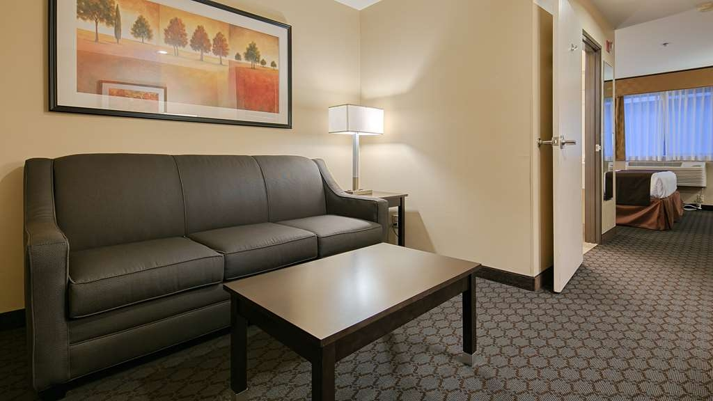 Best Western Sky Valley Inn - A roomy space for you and your entire family to relax.