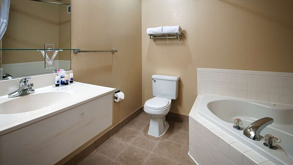 Best Western Sky Valley Inn - All guest bathrooms have a large vanity with plenty of room to unpack the necessities.