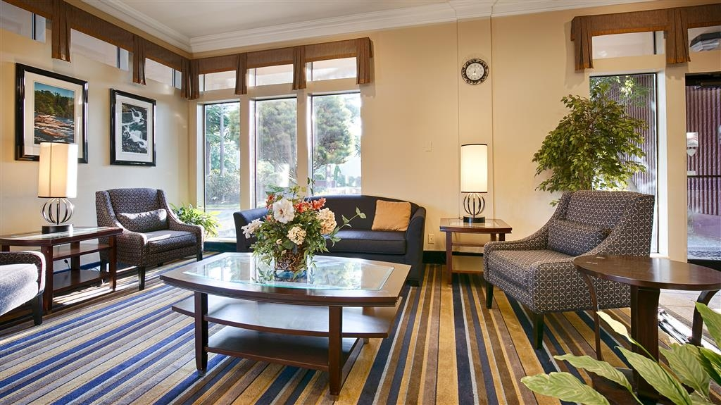 Best Western Cascadia Inn - Hall