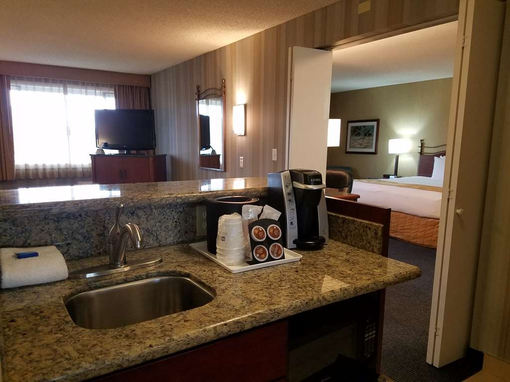 Best Western Cascadia Inn - Suite
