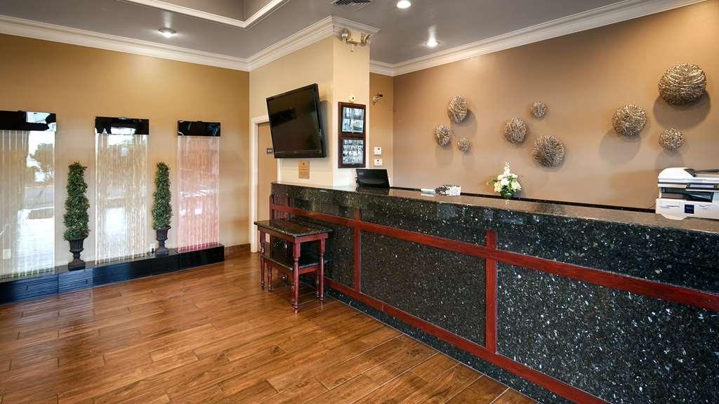 Best Western Cascadia Inn - Front Desk