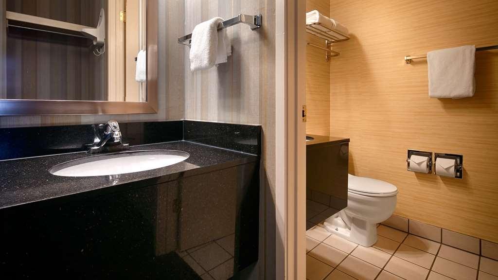 Best Western Cascadia Inn - Guest Bathroom