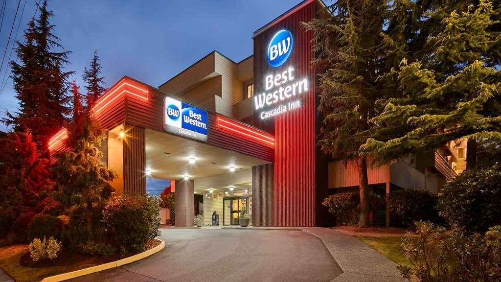 Best Western Cascadia Inn - Night Exterior