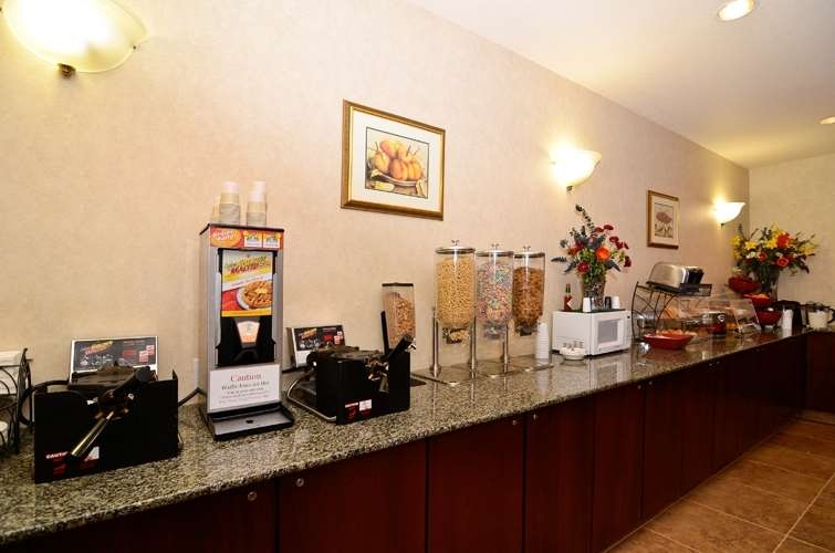 Best Western Plus Walla Walla Suites Inn - We offer hot eggs breakfast meats a choice of breads, cereal, fresh fruit and more.