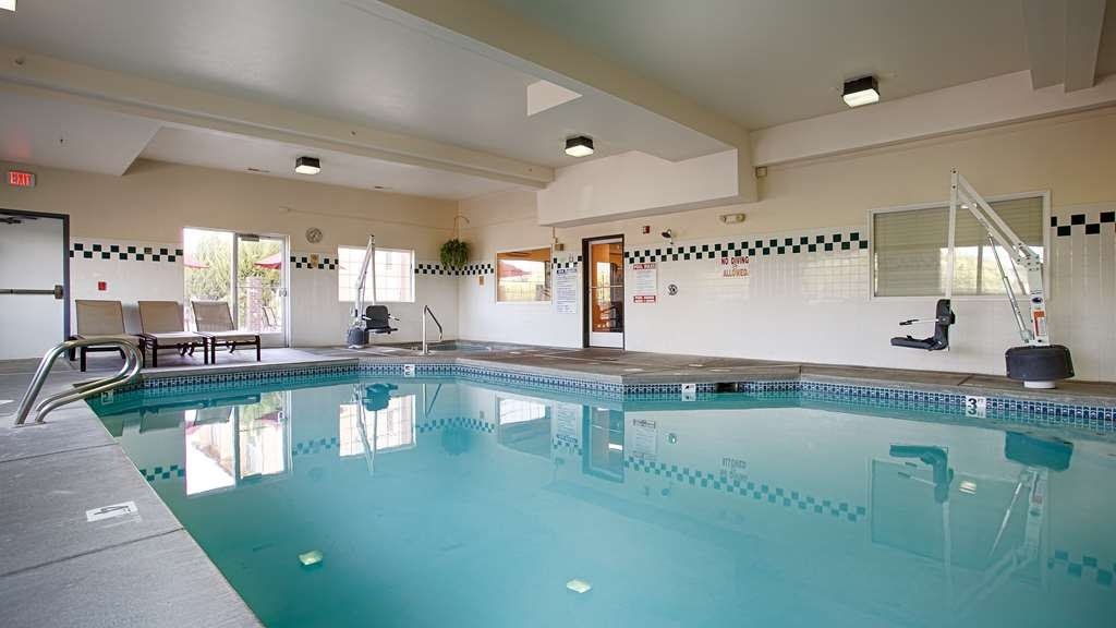 Best Western Plus Walla Walla Suites Inn - Don't let the weather stop you from jumping into our indoor pool is heated year-round for you and your friends.