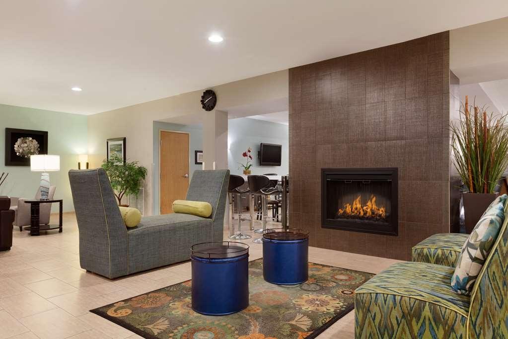 Best Western Plus Peppertree Airport Inn - Vista del vestíbulo