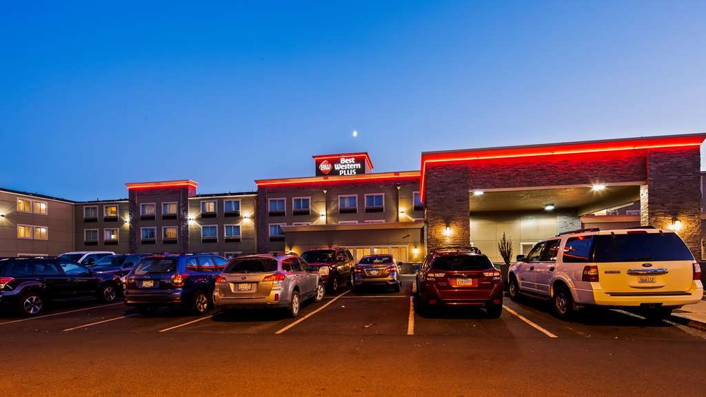 Best Western Plus Peppertree Airport Inn - Façade