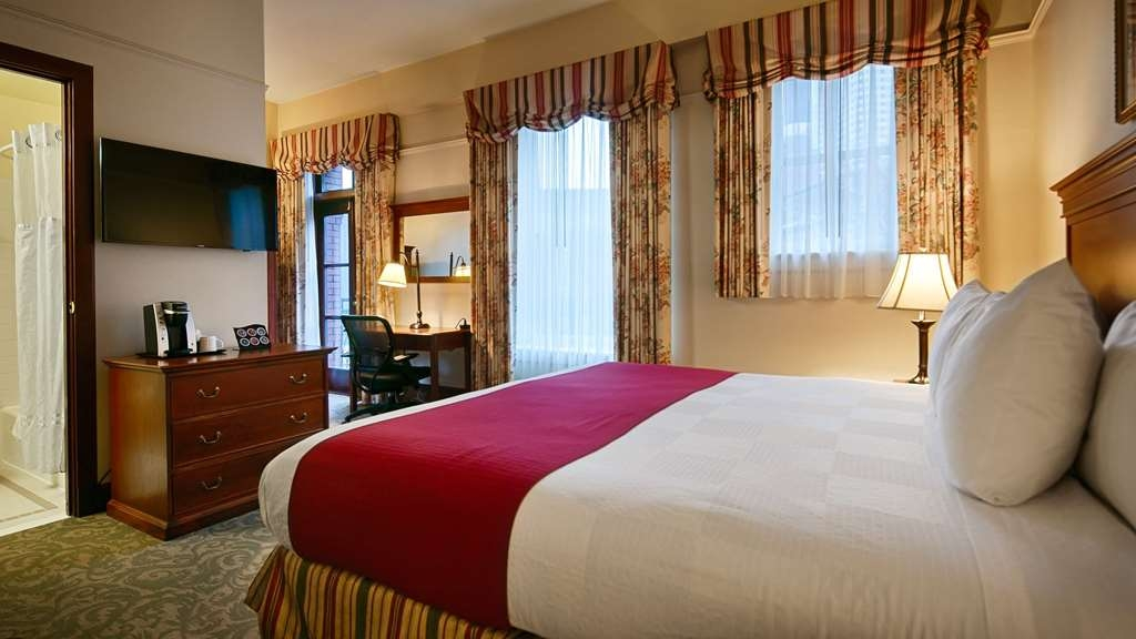 Best Western Plus Pioneer Square Hotel Downtown - Get comfortable and order some room service, available from 11 a.m. to 9 p.m.