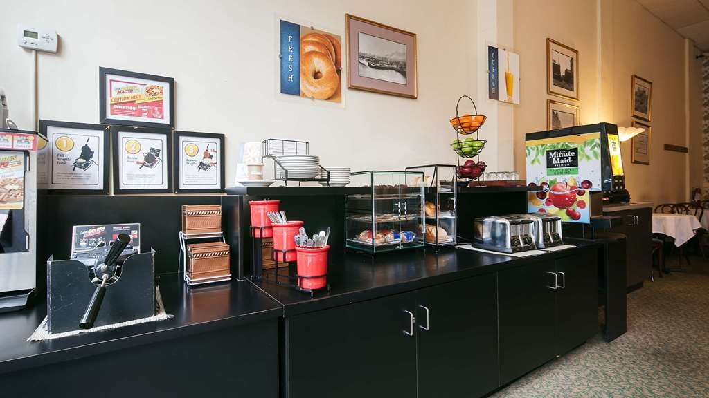Best Western Plus Pioneer Square Hotel Downtown - Sit down and enjoy the morning news while sipping a delicious cup of coffee.
