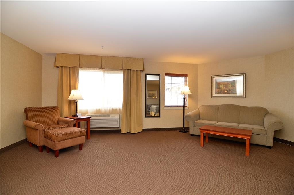 Best Western Plus Kennewick Inn - Let this guest room be your home away from home while visiting Kennewick, Washington.