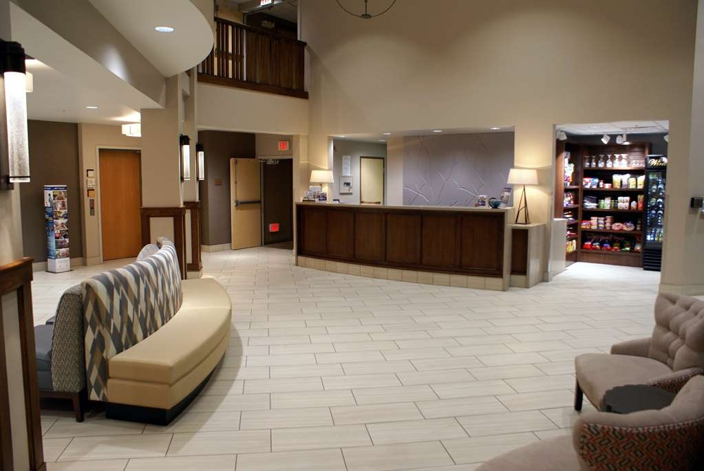 Best Western Plus Kennewick Inn - Front Desk and Lobby