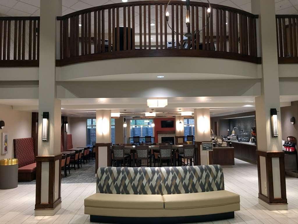 Best Western Plus Kennewick Inn - Lobby View into the Breakfast Area