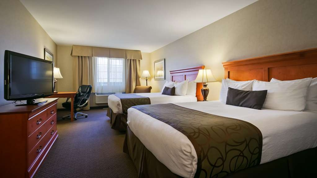 Best Western Plus Kennewick Inn - This mobility accessible Two Queen Guest Room is the perfect place to rest your head while on the road.