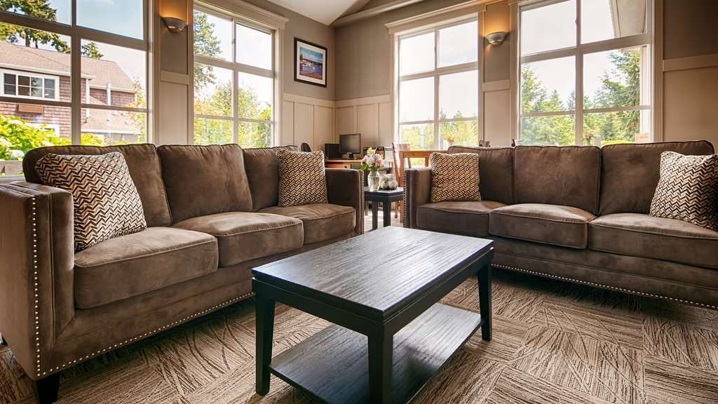 Best Western Wesley Inn & Suites - Meet up with friends or enjoy some quiet time and drink our complimentary tea and coffee available 24 hours a day.