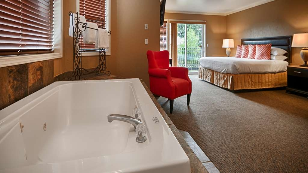 Best Western Wesley Inn & Suites - Our honeymoon suite is equipped with a beautiful Jacuzzi® perfect for a honeymoon, anniversary or weekend getaway for couples.