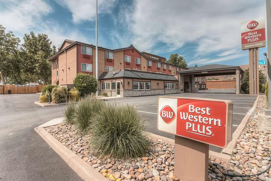 Best Western Plus Yakima Hotel - Our hotel is warm and inviting, well lit and secure.