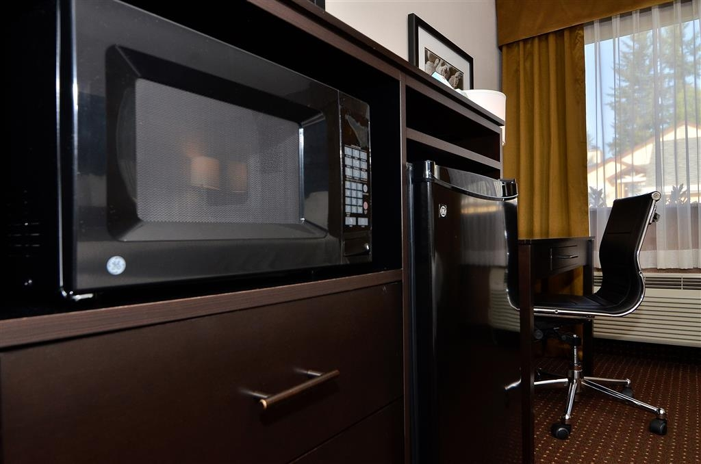 Best Western Inn of Vancouver - Each room includes a microwave and a refrigerator.