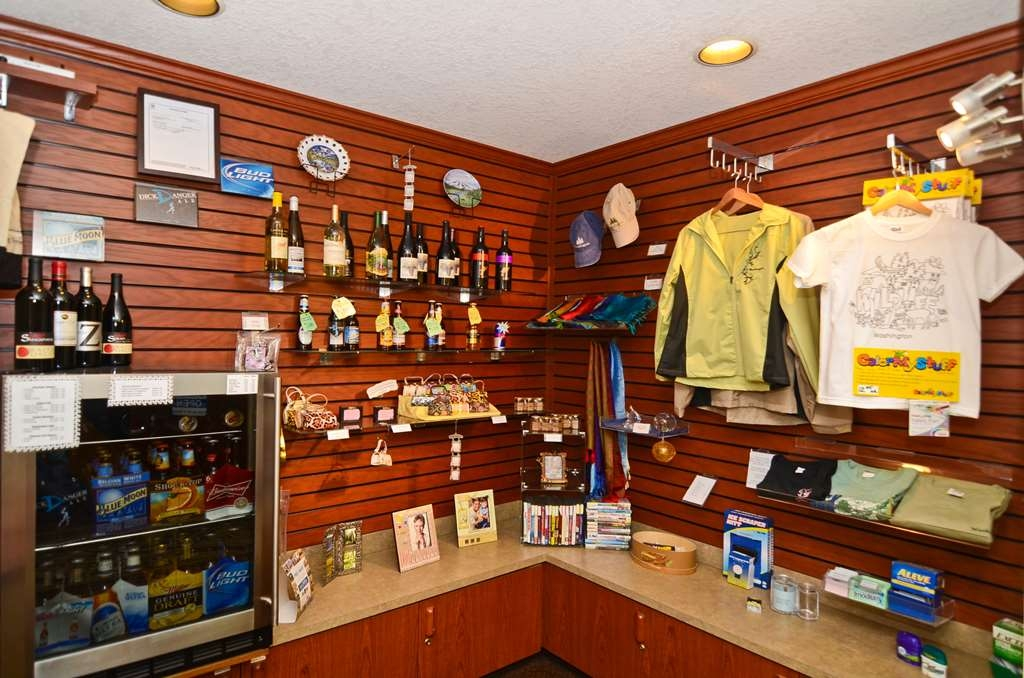 Best Western Plus Park Place Inn & Suites - Our on-site gift shop carries all of the necessities!