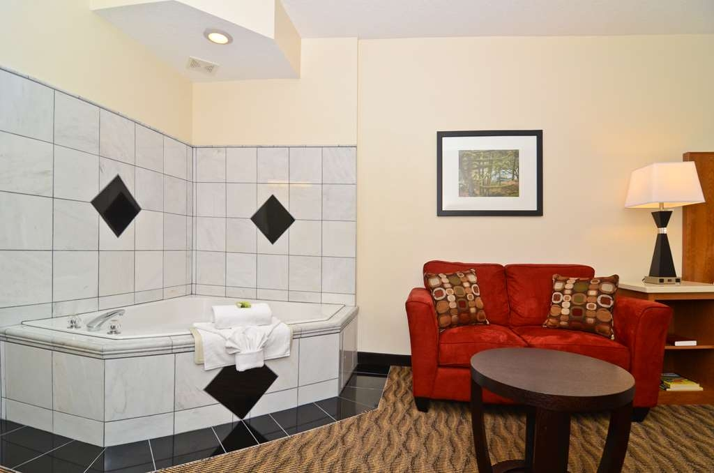 Best Western Plus Park Place Inn & Suites - After a long day of work or travel nothing beats a Jacuzzi® tub.