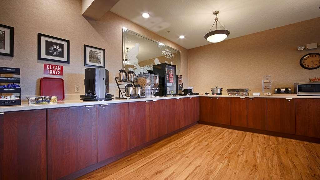 Best Western Plus Park Place Inn & Suites - Breakfast Area