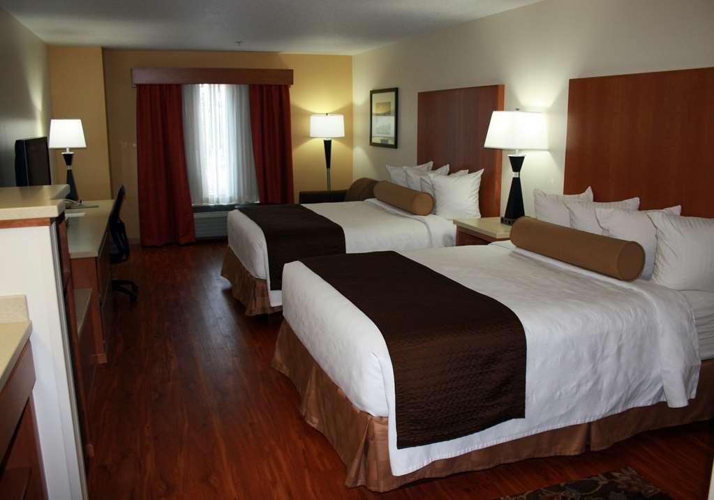 Best Western Plus Park Place Inn & Suites - Our pet-friendly rooms feature laminate floors.