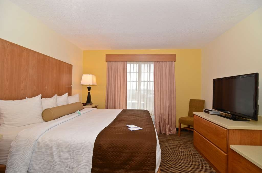 Best Western Plus Park Place Inn & Suites - All of our guest rooms include 42-inch HD televisions.