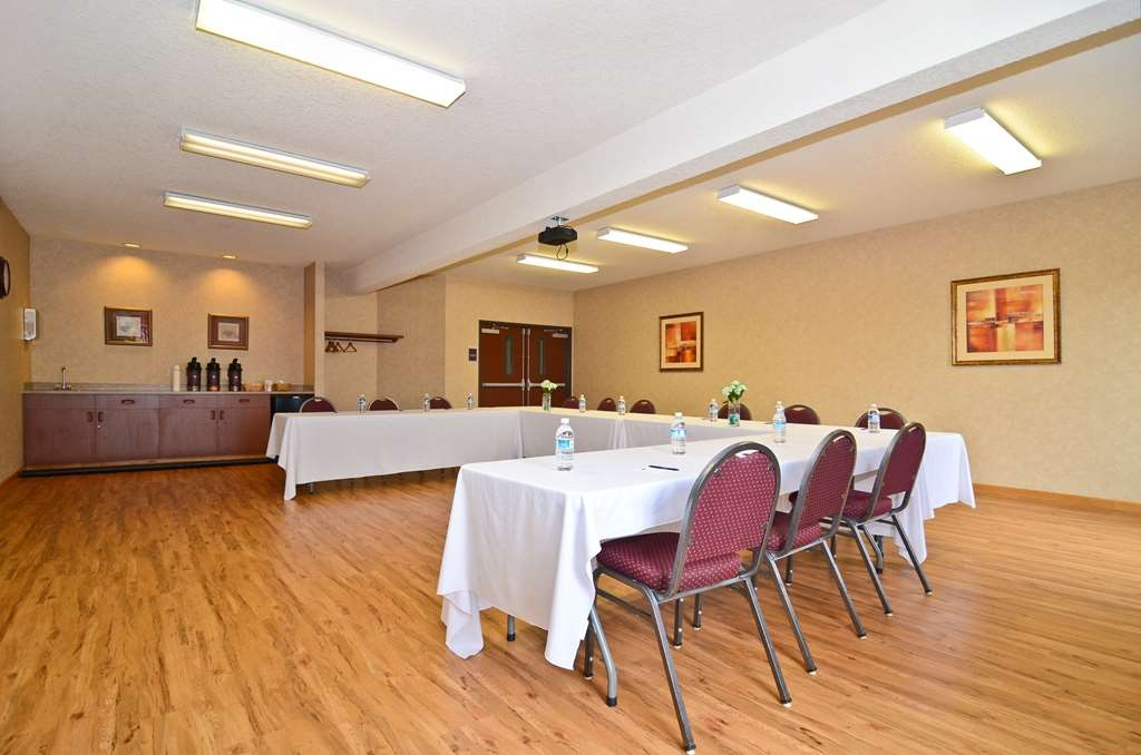 Best Western Plus Park Place Inn & Suites - Our meeting room can handle groups of up to 60.