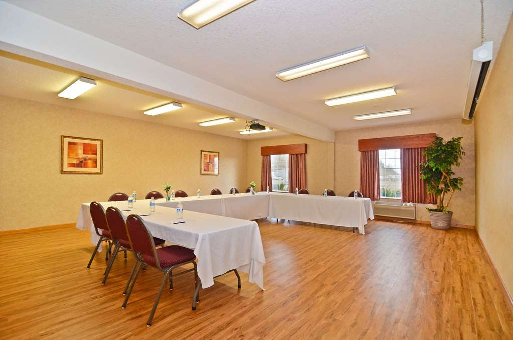 Best Western Plus Park Place Inn & Suites - We are very flexible; we can set our meeting room up to meet your needs.