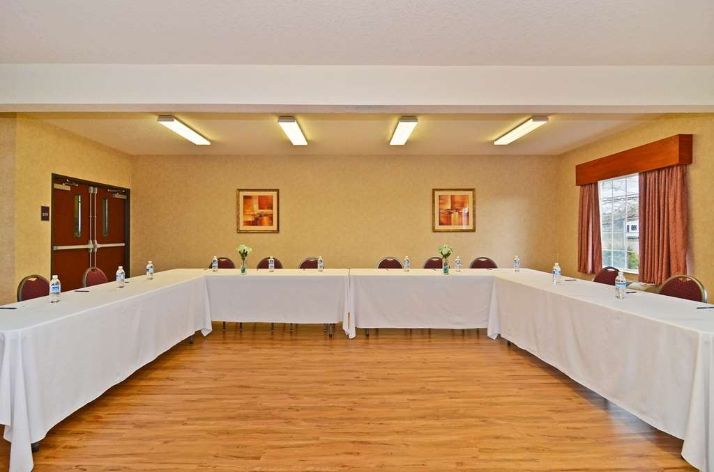 Best Western Plus Park Place Inn & Suites - Our meeting room is 720 square feet. Give us a call and we can set you up!