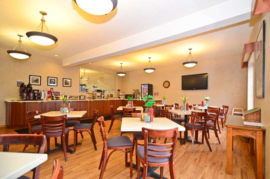 Best Western Plus Park Place Inn & Suites - No matter your taste you will love our breakfast.