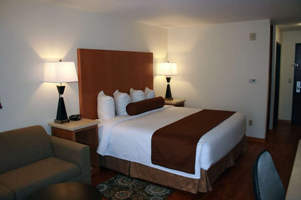 Best Western Plus Park Place Inn & Suites - If you need anything our friendly staff is only a call away.