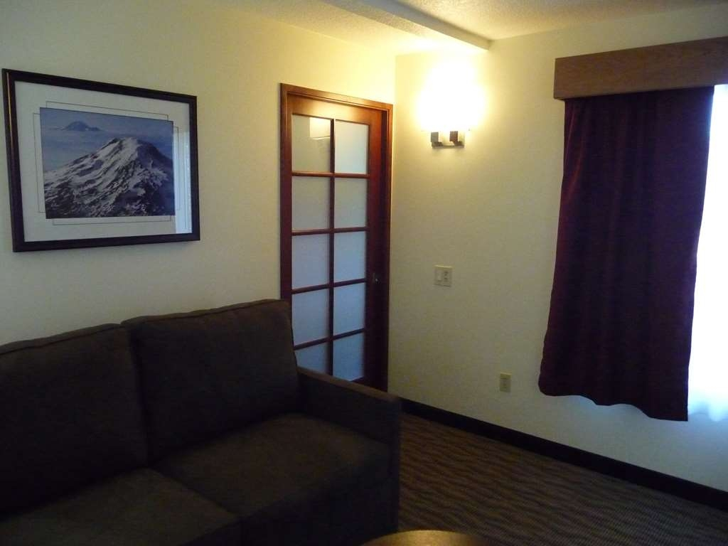 Best Western Plus Park Place Inn & Suites - We have adjoining rooms available.