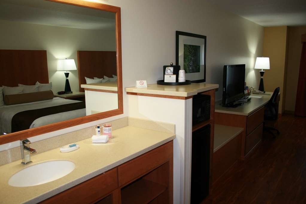 Best Western Plus Park Place Inn & Suites - All of our rooms have hairdryers.