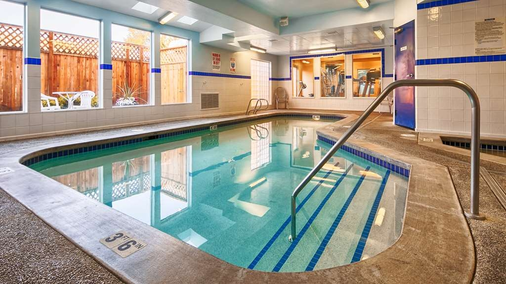Best Western Plus Navigator Inn & Suites - Piscina