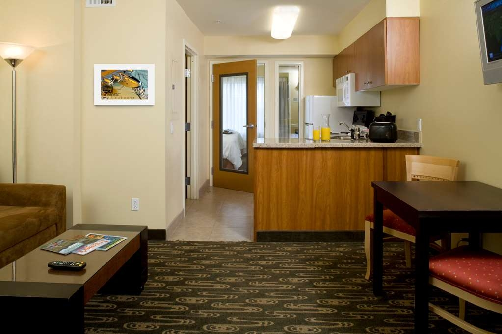 Best Western Plus Navigator Inn & Suites - Suite