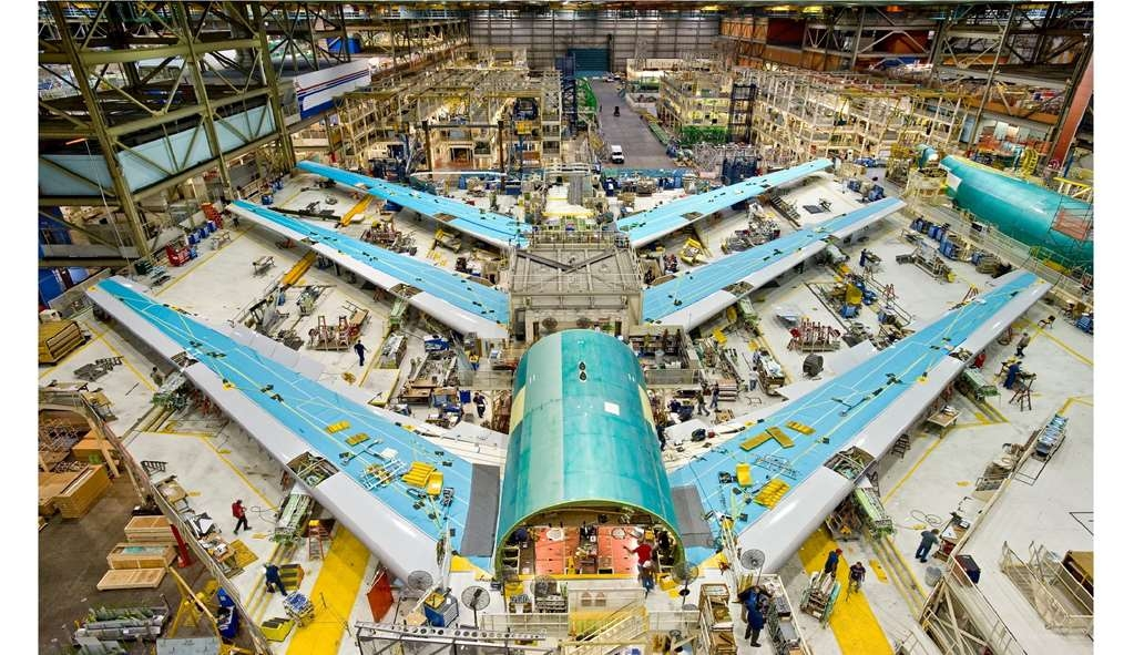 Best Western Plus Navigator Inn & Suites - The new rolling 787 assembly line at the Boeing Factory. What a sight!