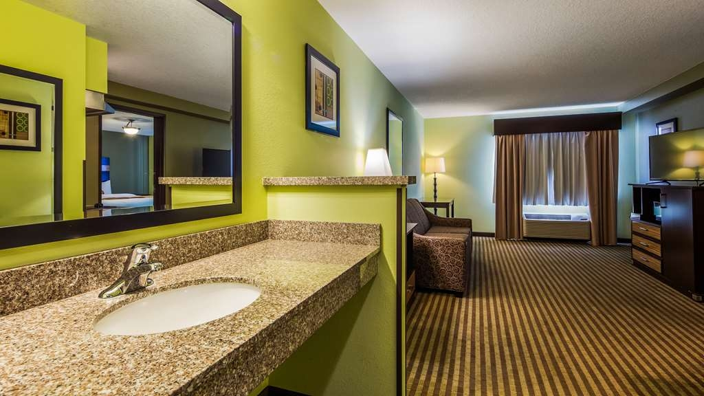Best Western Rama Inn - Suite