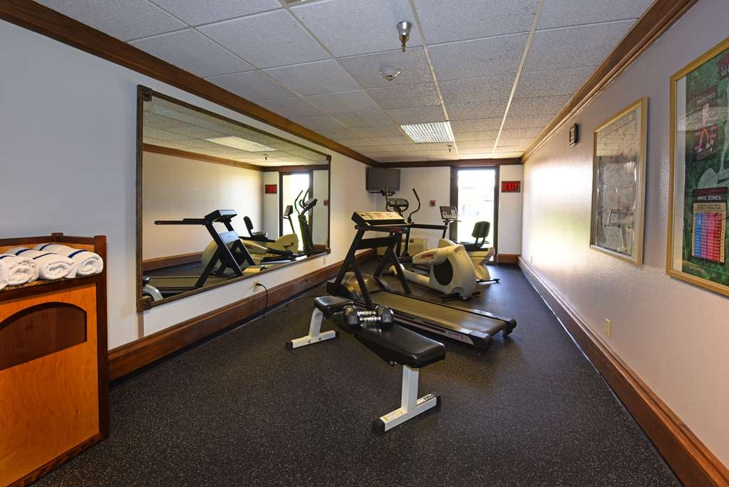 Best Western Plus Ahtanum Inn - Our guest fitness center is open daily and offers a stationary bike, treadmill, elliptical machine and free weights.