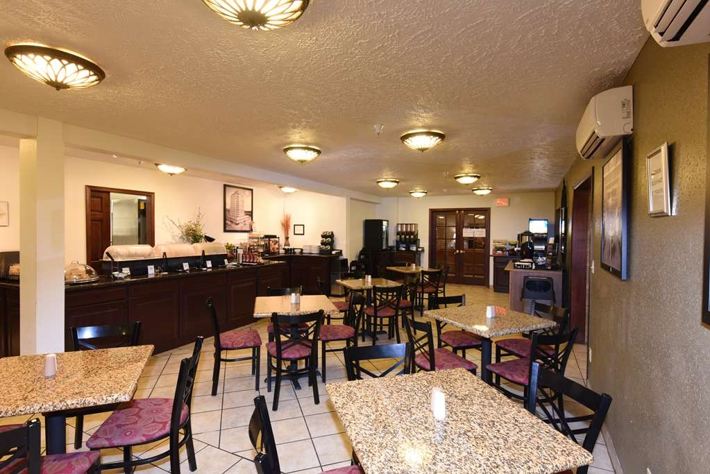 Best Western Plus Ahtanum Inn - Our breakfast area features natural lighting, a spacious & comfortable dining area, and several delicious food choices. The perfect place to start your day!