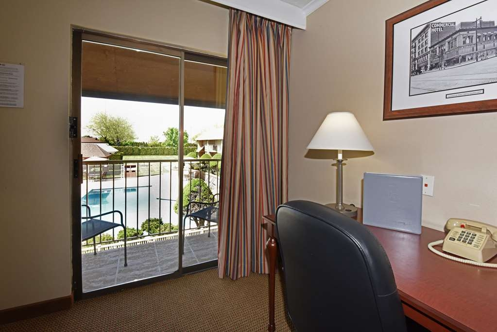 Best Western Plus Ahtanum Inn - Enjoy your own private balcony from each of our balcony guest rooms.
