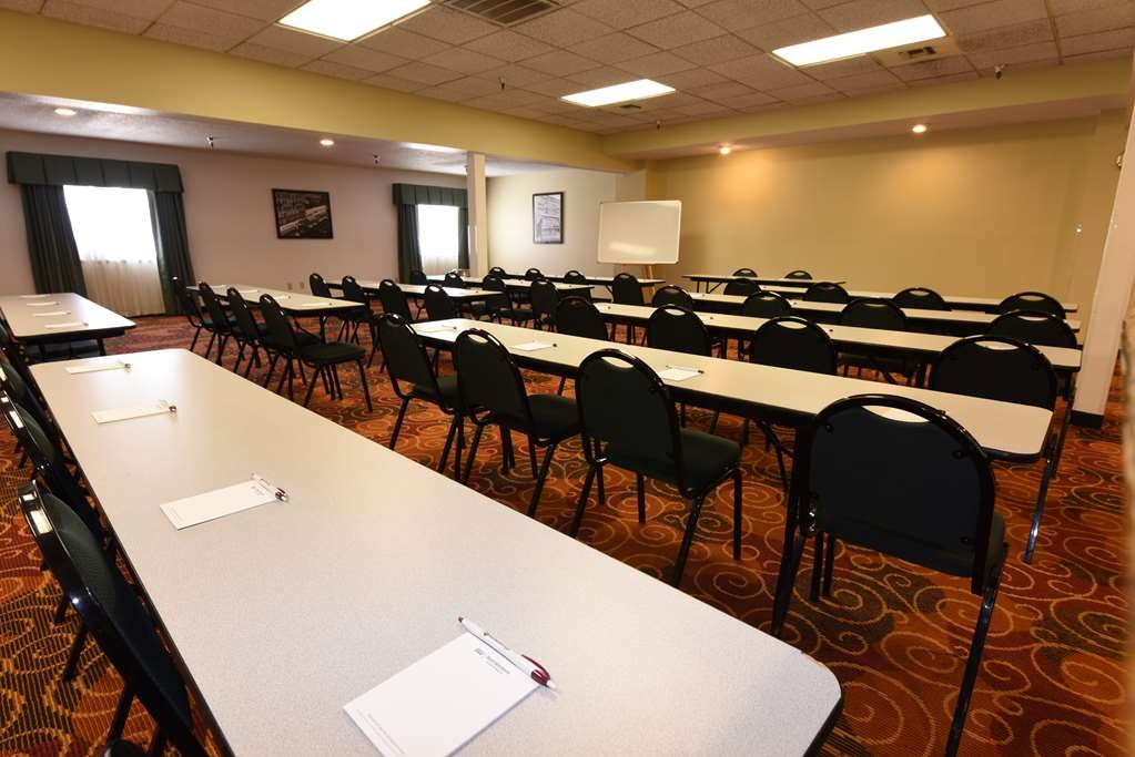 Best Western Plus Ahtanum Inn - The Ahtanum Conference Room is located on the second floor of our hotel and features natural lighting.