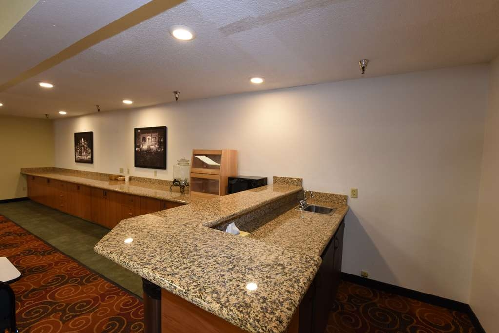 Best Western Plus Ahtanum Inn - The Ahtanum Conference Room offers ample counter space along its north wall.