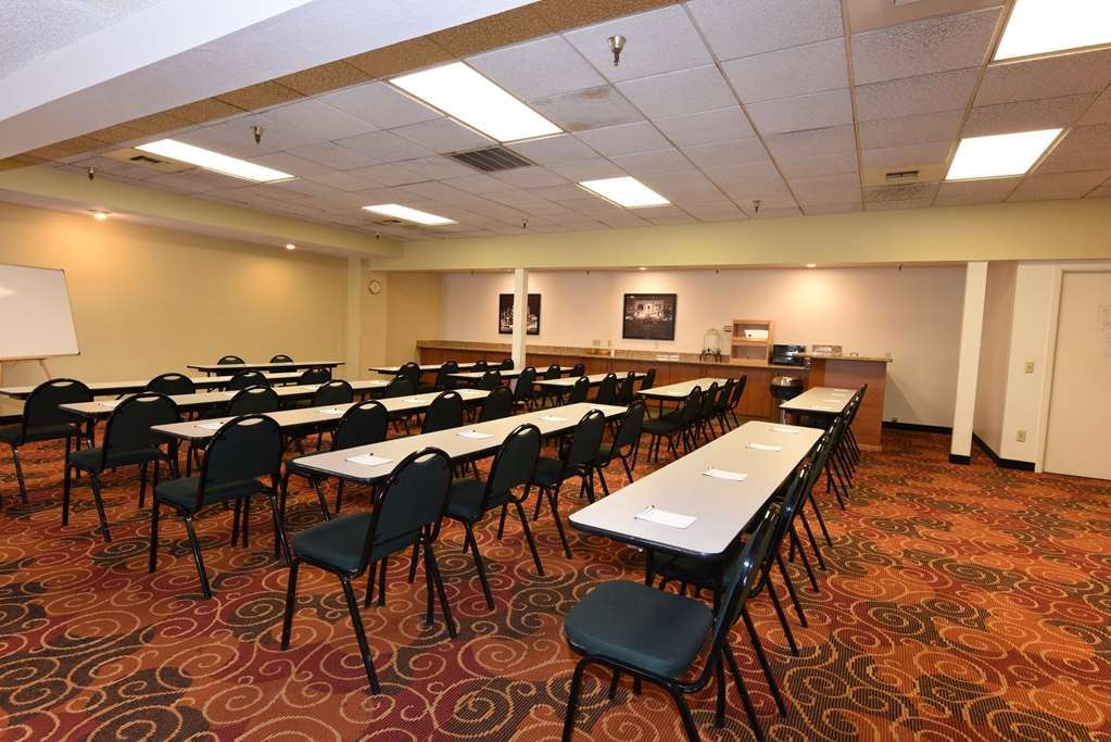 Best Western Plus Ahtanum Inn - The Ahtanum Conference Room offers many amenities including high-speed wireless Internet access, audio/visual equipment and other business features.